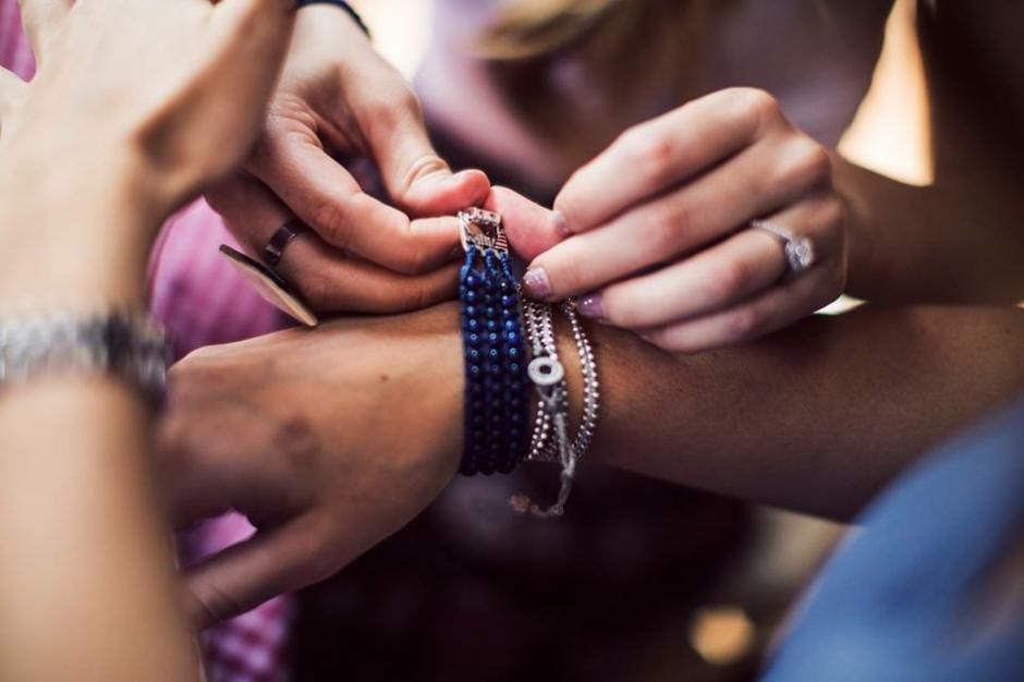 Cada pulsera cuenta una historia. (Foto: Wakami)