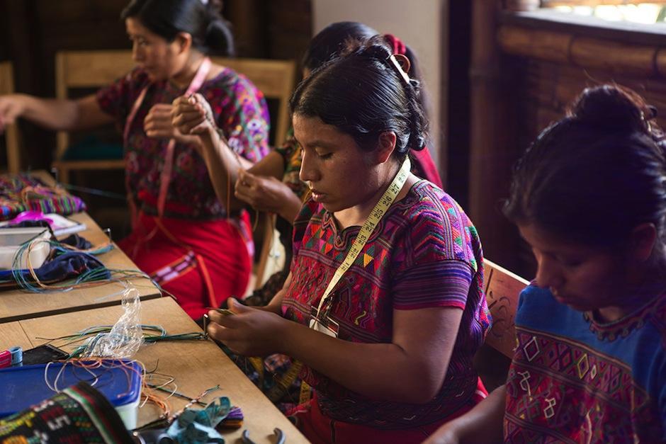 Un grupo de artesanas elaboran este producto de comercio justo. (Foto: The Venture oficial)