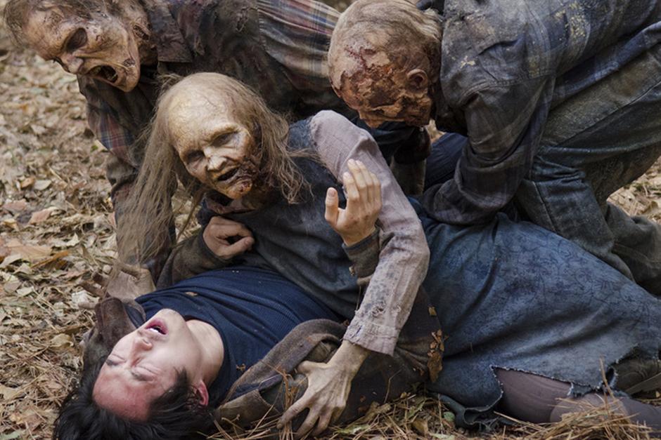 """Glenn luchaba con los zombies en un capítulo anterior de la serie """"TheWalking Dead"""". (Foto: Google)"""