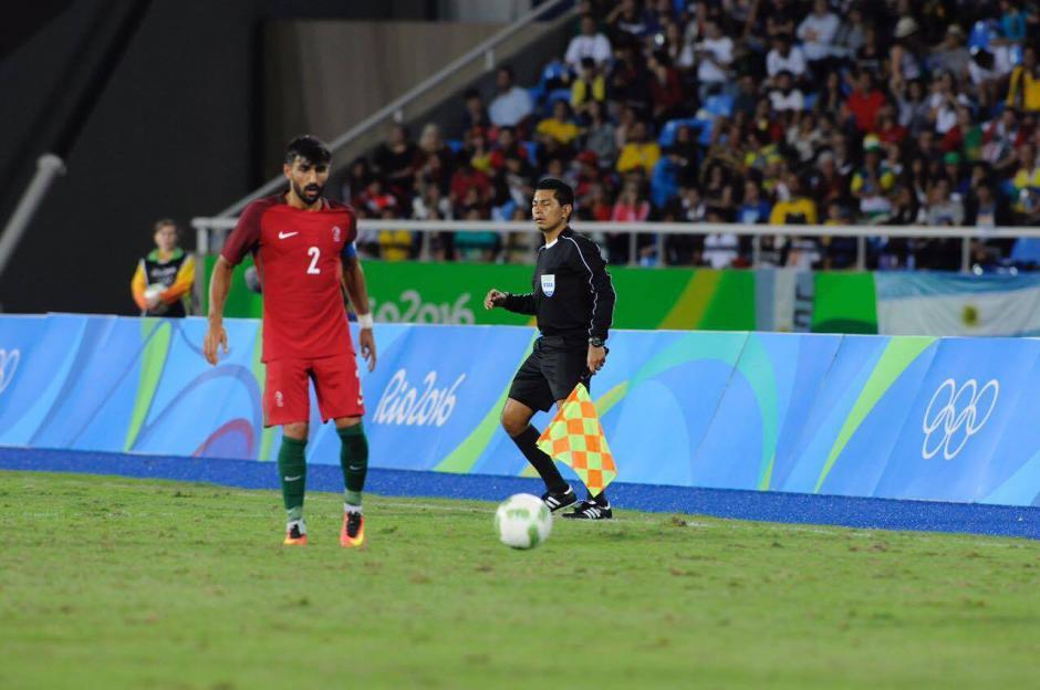 Gerson López fue el asistente dos y cumplió una buena función en el Portugal - Argentina.  (Foto: Aldo Martínez/Soy502)