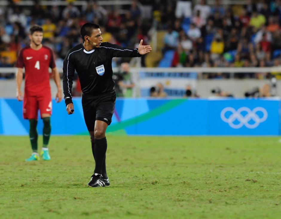 Lopez mostró personalidad, y tuvo buen manejo del partido.  (Foto: Aldo Martínez/Soy502)