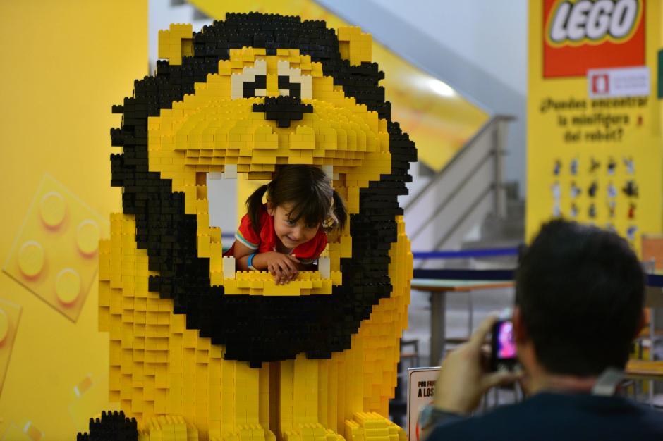 Figuras gigantes de lego se exponen en miraflores en el - Piezas lego gigantes ...