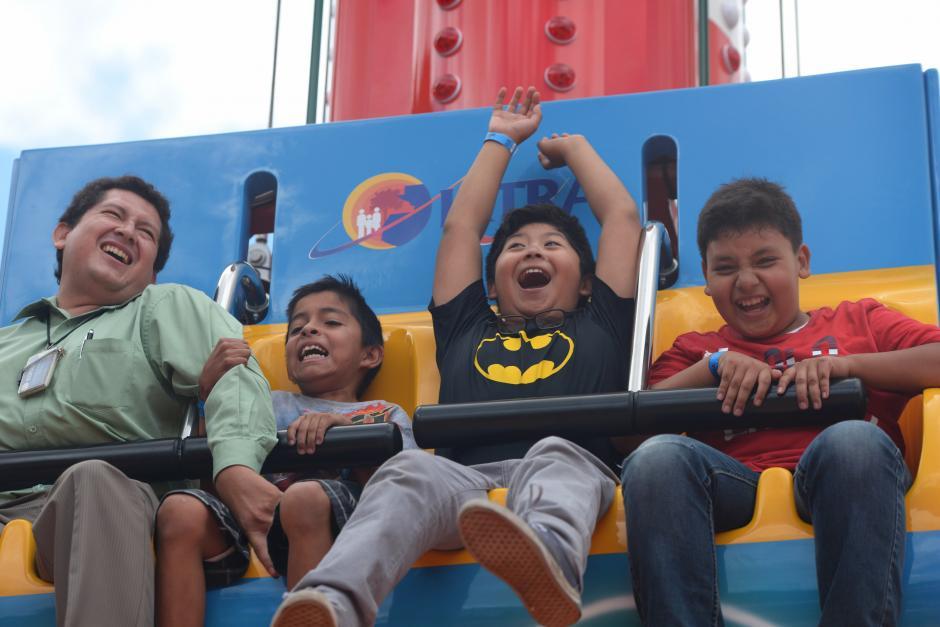 Niños y adultos pueden subir para disfrutar de la caída libre en el Faro Saltarín. (Foto: Wilder López/Soy502)
