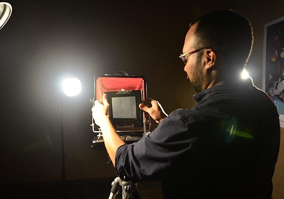 Su fotografía evoca a la técnica conocida como wetplate. (Foto: Selene Mejía/Soy502)