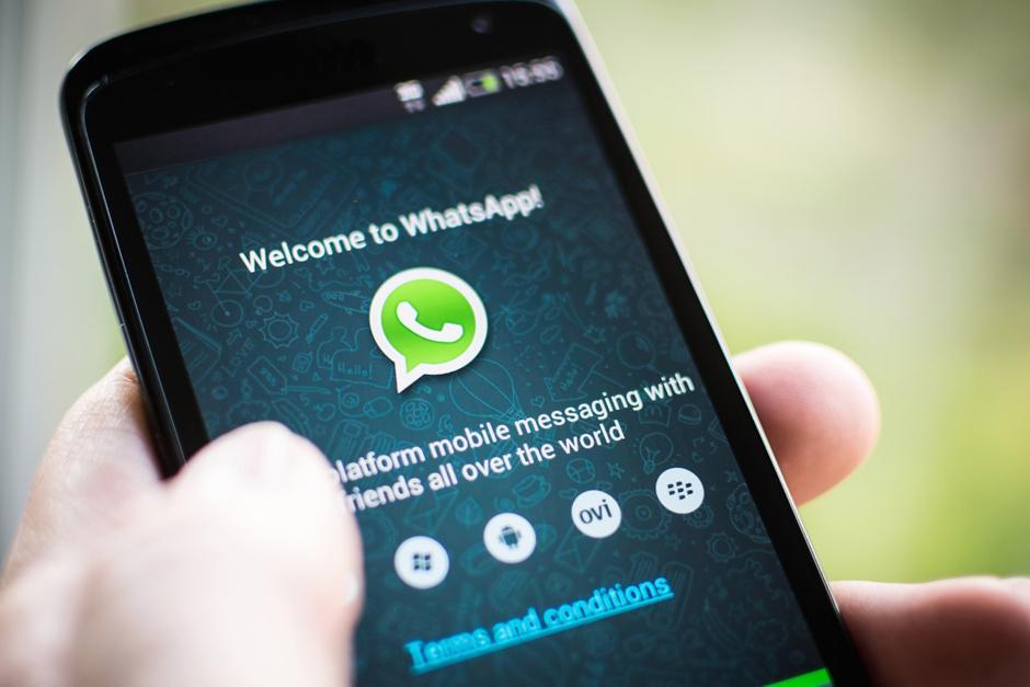La primera red social que los adolescentes latinoamericanos revisan al despertar es WhatsApp. (Foto: Google)