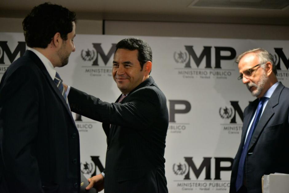 El presidente se acercó a la conferencia a anunciar la intervención de TCQ. (Foto: Wilder López/Soy502)