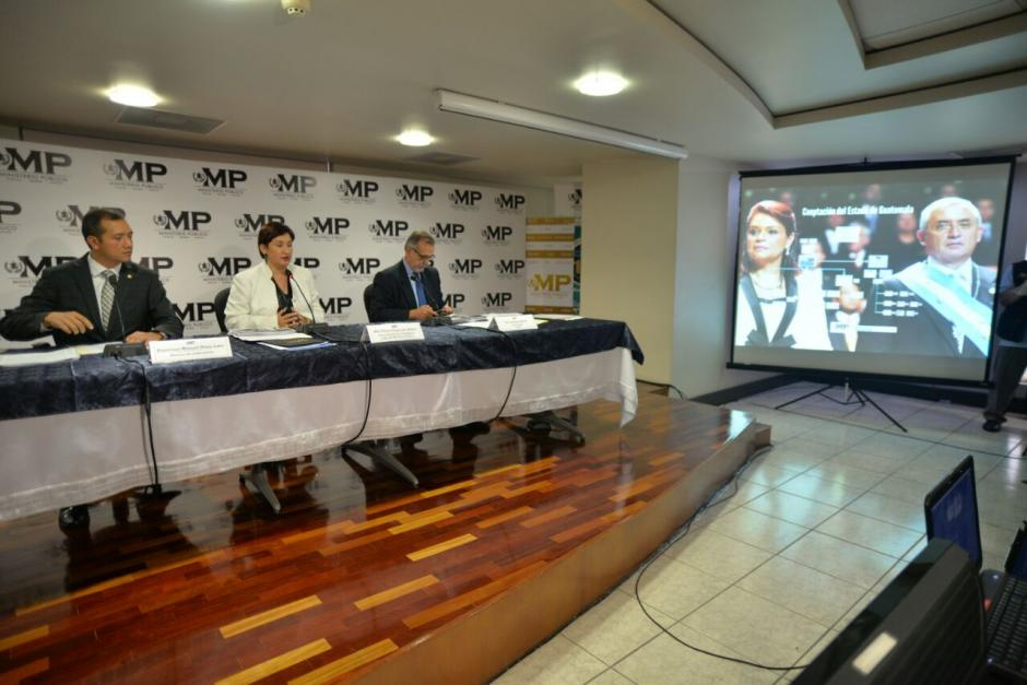 El ministro de Gobernación acompañó al MP y la CICIG durante la conferencia. (Foto: Wilder López/Soy502)