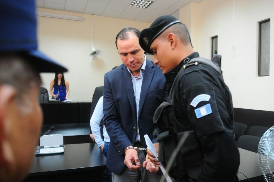 Dwight Pezzarossi es traslado a prisión. (Foto: Alejandro Balán/Soy502)