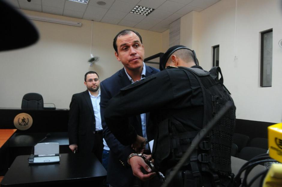 El exministro de Cultura durante la audiencia en Tribunales donde se le informó que pasará el fin de semana en prisión. (Foto: Alejandro Balán/Soy502)