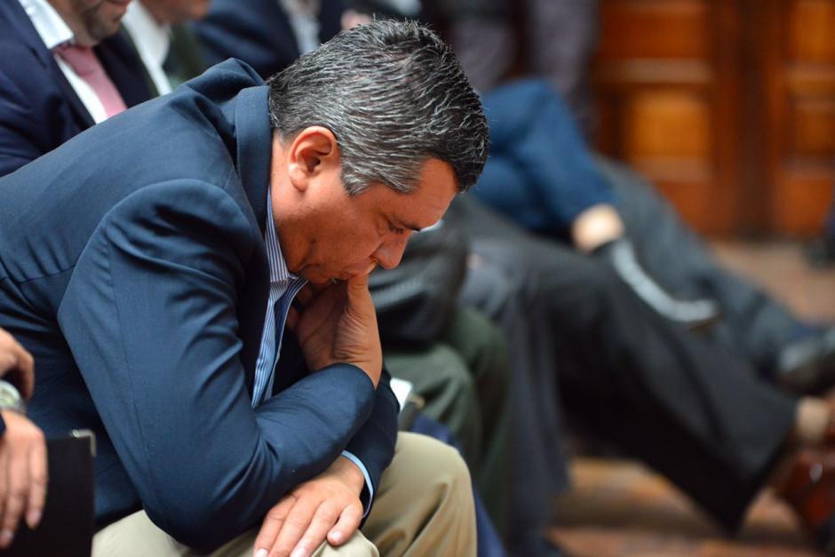 Gustavo Martínez, exsecretario de la Presidencia, escucha al fiscal del Ministerio Público. (Foto: Jesús Alfonso/Soy502)