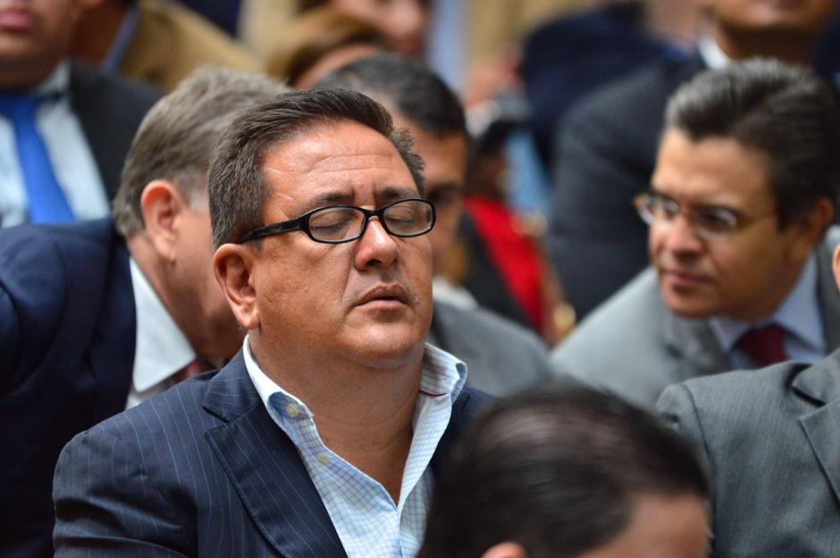 Gustavo Alejos, implicado también en el caso Cooptación del Estado, notoriamente cansado durante la audiencia. (Foto: Jesús Alfonso/Soy502)