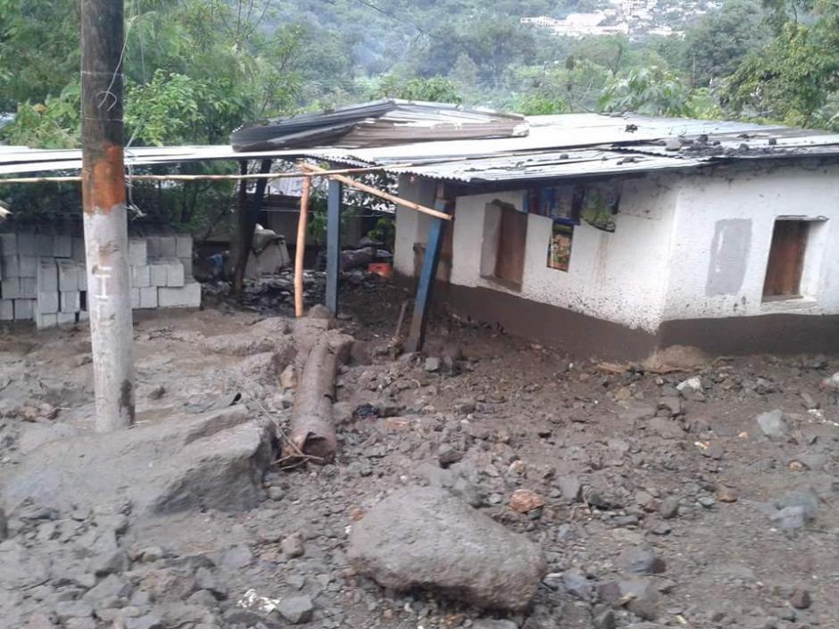 La aldea Tzununá fue afectada por un deslizamiento a causa de las lluvias registradas en las últimas horas. (Foto: Conred)