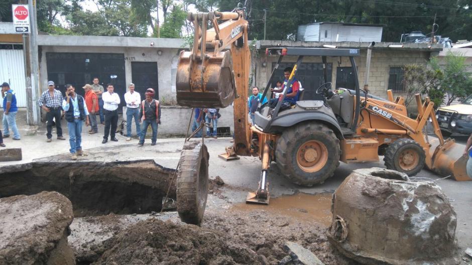 Hoy se colocará un tubo temporal y el resto de la semana se trabajará en una solución definitiva. (Foto: Gerson Gudiel/PMT Villa Nueva)