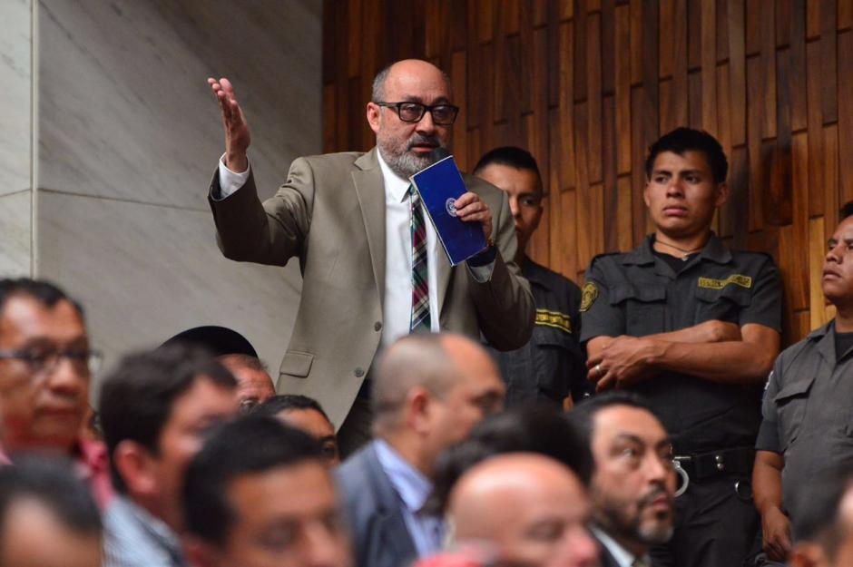 El primero en tomar la palabra fue el abogado Moisés Galindo, quien pidió que ya no se realicen conferencias de prensa. (Foto: Jesús Alfonso/Soy502)