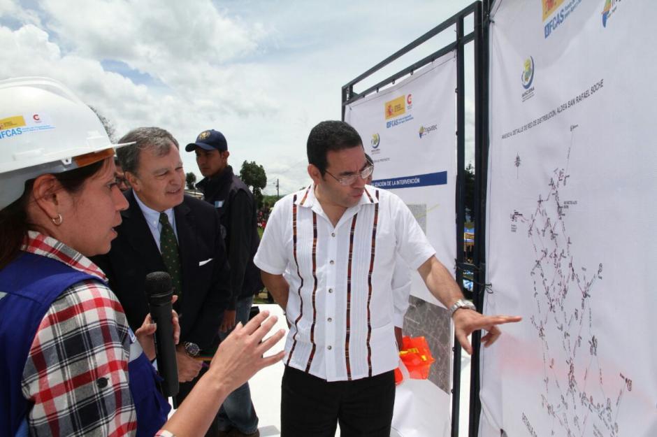 Jimmy Morales declinó la invitación a la firma para atender agenda nacional. (Foto: Presidencia)