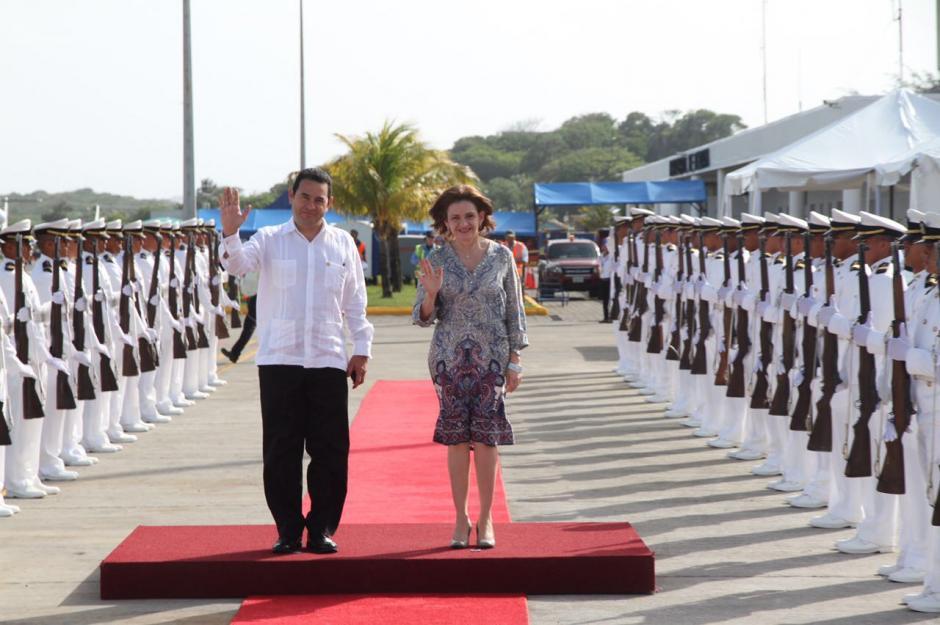 Jimmy aterrizó en la isla hondureña de Roatán. (Foto: Presidencia)