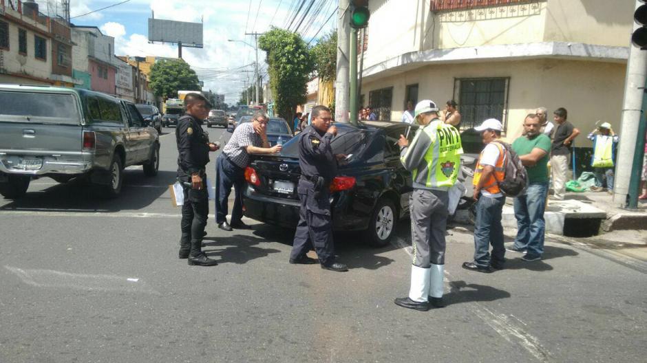 La colisión tuvo lugar en la 14 avenida y 13 calle de la zona 12. (Foto: Amílcar Montejo)