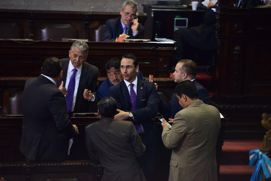 Antes de iniciar la aprobación, los diputados discutieron detalles de la iniciativa. (Foto: Jesús Alfonso/Soy502)