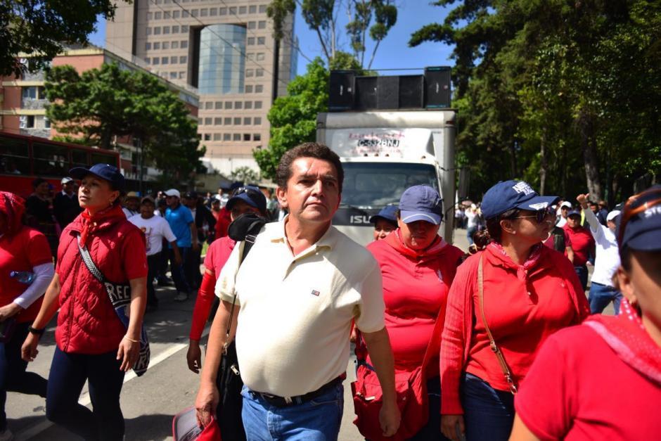Miles de profesores, liderados por Joviel Acevedo, marcharon con dirección a la casa Presidencial. (Foto: Jesús Alfonso/Soy502)