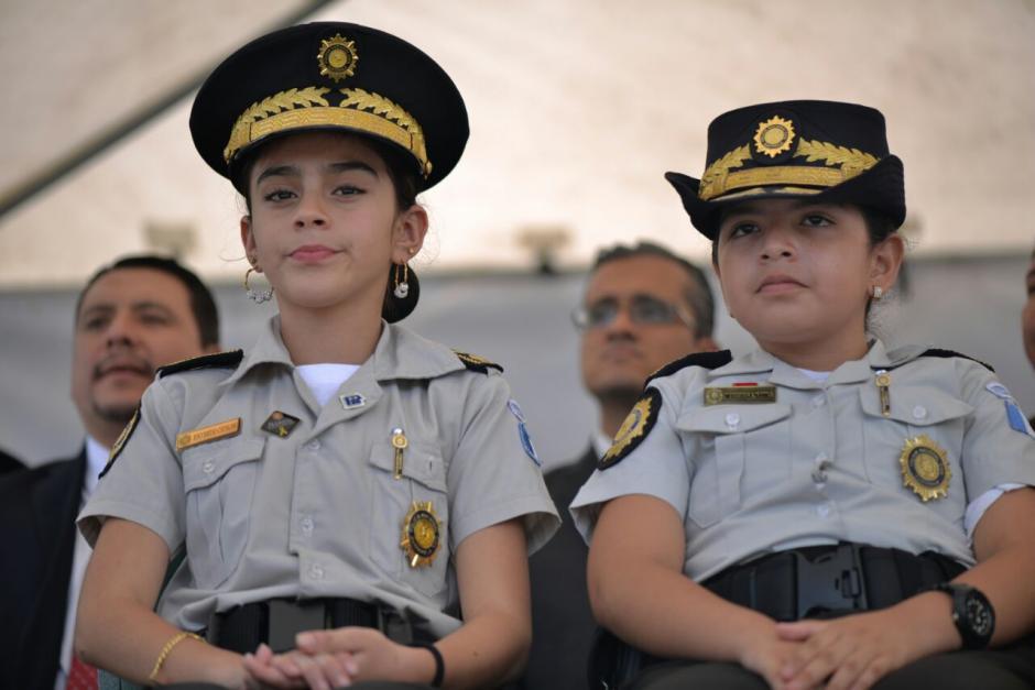 La directora y directora adjunta infantil disfrutaron el acto en la tribuna principal. (Foto: Wilder López/Soy502)