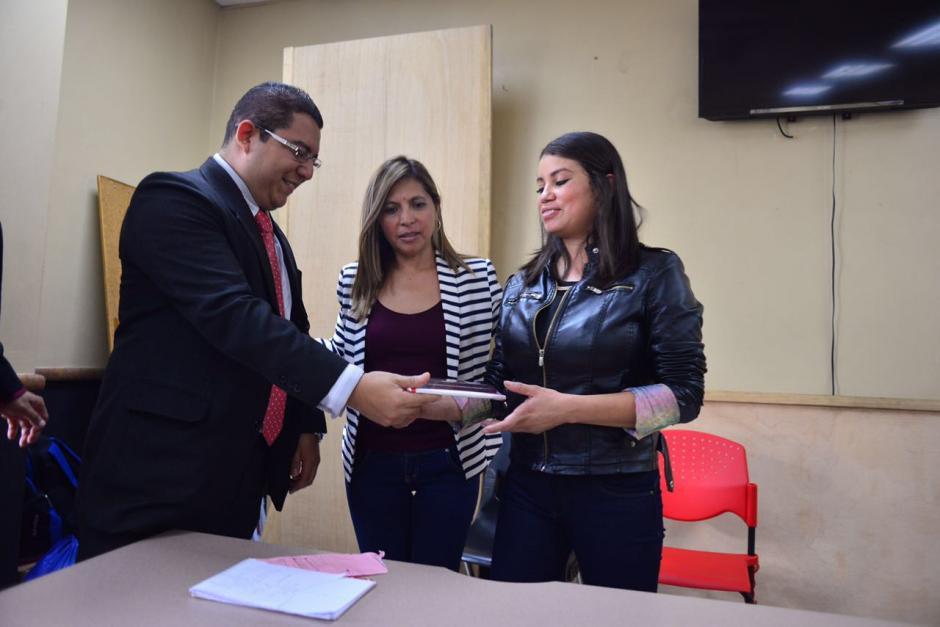 Recibió este viernes un reconocimiento por parte del Sindicato Solidaridad, Trabajo y Justicia de Trabajadores del Organismo Judicial. (Foto: Jesús Alfonso/Soy502)