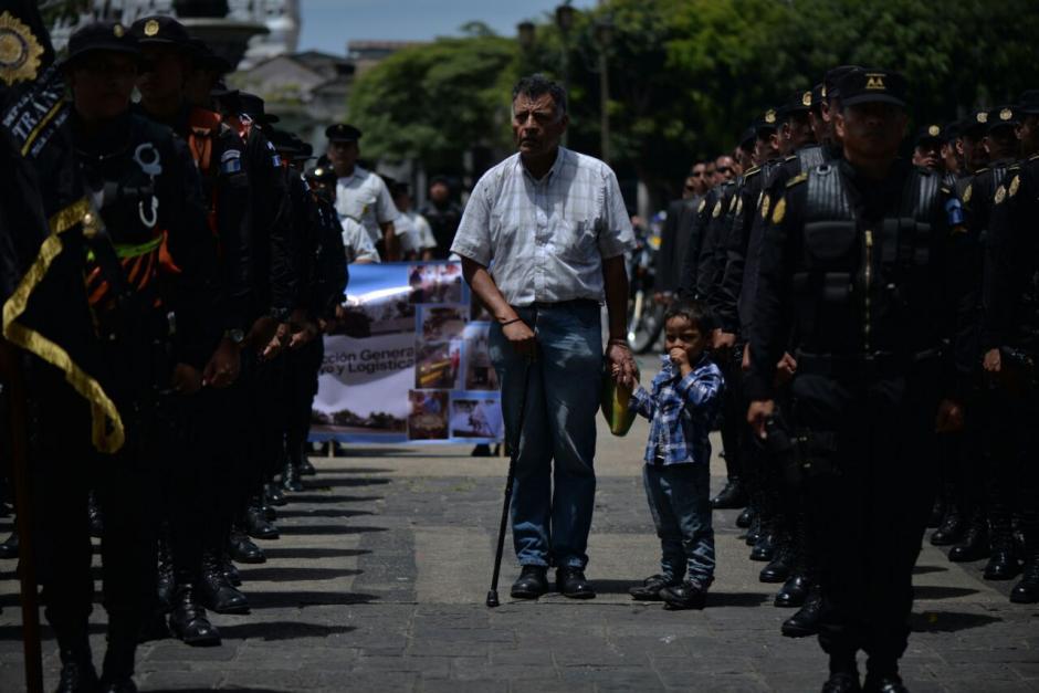Los más pequeños también disfrutaron del desfile.  (Foto: Wilder López/Soy502)