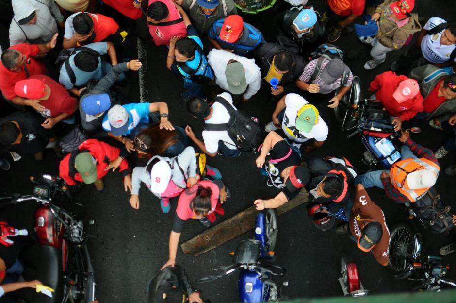 Los manifestantes también se encuentran bloqueando el kilómetro 15 de la ruta al Atlántico. (Foto: Alejandro Balan/Soy502)