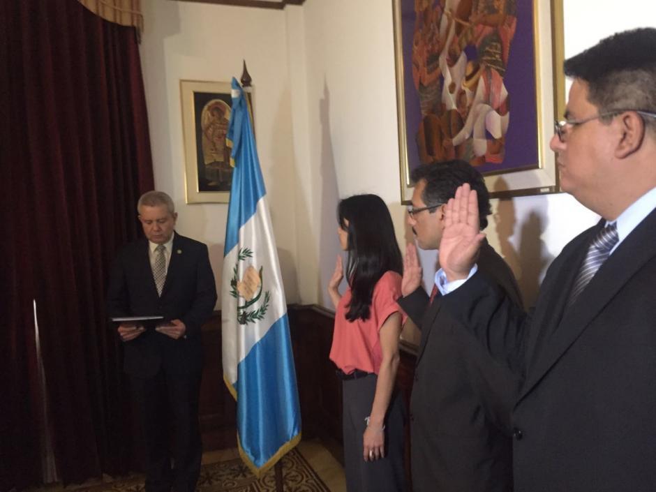 Hernández Mack fue juramentada junto a sus dos viceministros. (Foto: Gobierno)