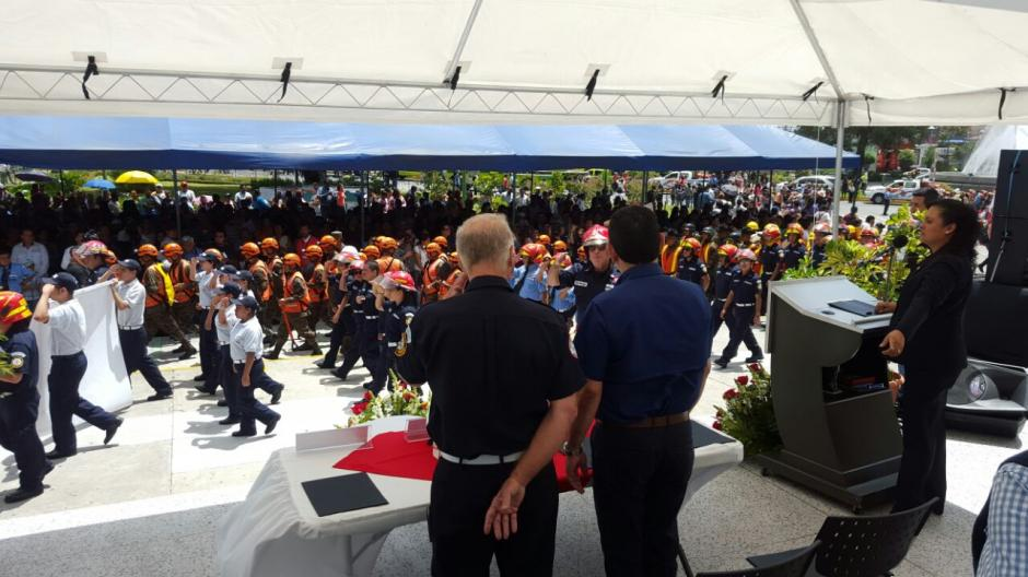 El presidente Morales confesó que ser bombero era su sueño de pequeño. (Foto: Gobierno)