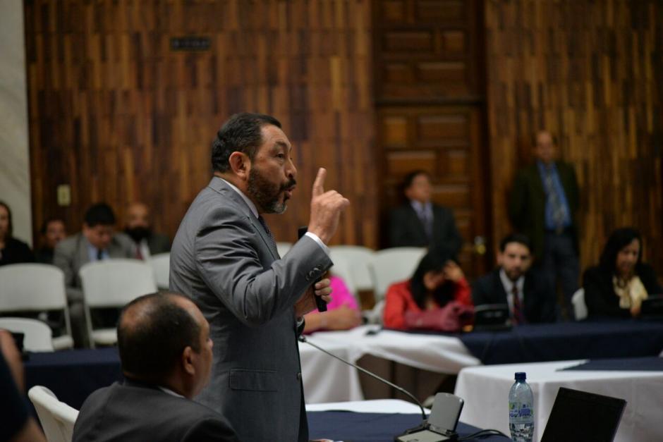 El exministro de Gobernación, Mauricio López Bonilla, fue el último de los implicados en pedir medida sustitutiva en lugar de prisión. (Foto: Wilder López/Soy502)