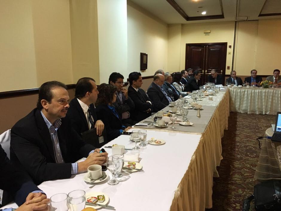 Empresarios y políticos se reunieron para discutir sobre la Reforma Fiscal. (Foto: Cacif)