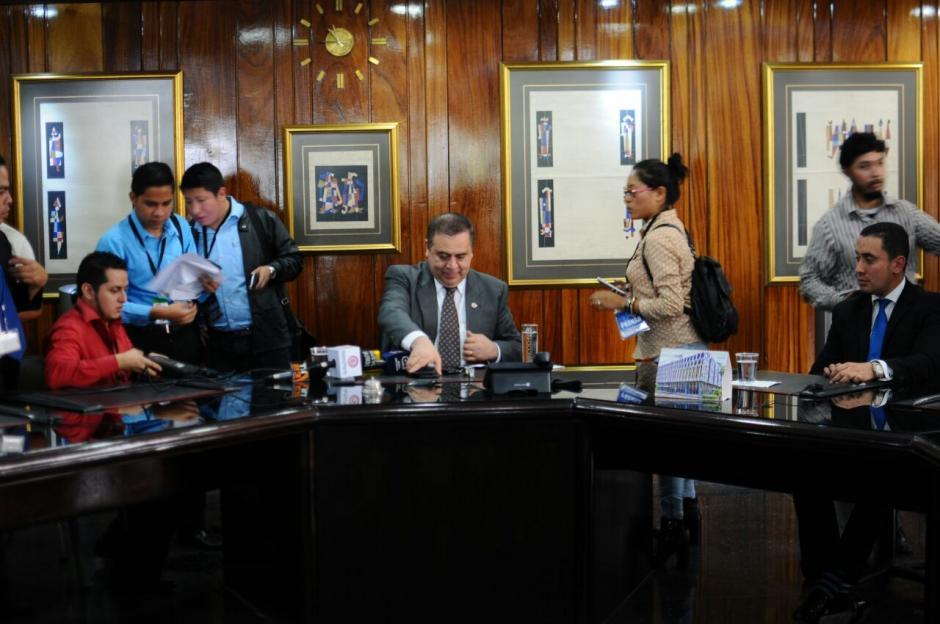 Luis Velásquez, presidente del CHN, explica los pormenores de la intervención. (Foto: Alejandro Balán/Soy502)