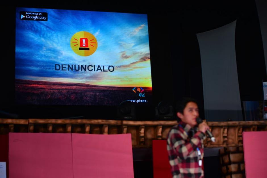 """""""Denúncialo"""" es el nombre de la aplicación que dio a conocer Conjuve en la celebración del Día de la juventud. (Foto: Jesús Alfonso/Soy502)"""
