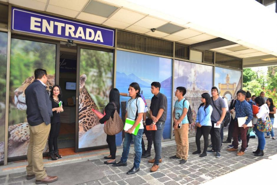 La feria de empleo se lleva a cabo en la sede central del Inguat. (Foto: Jesús Alfonso/Soy502)