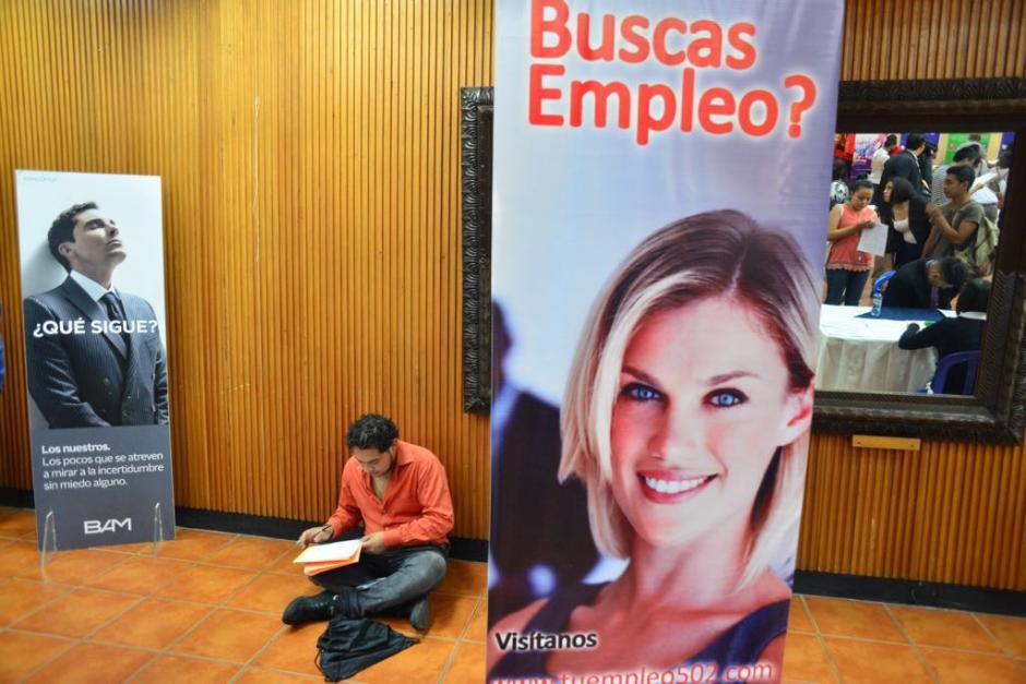 Al menos doce empresas participan en la feria de empleo. (Foto: Jesús Alfonso/Soy502)