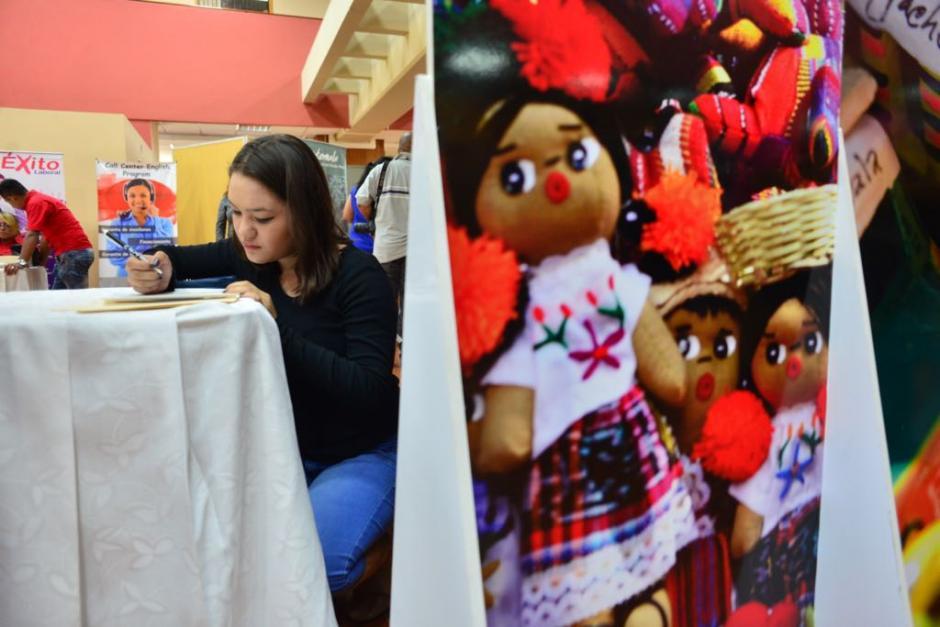 Jennifer Orellana tiene 18 años y busca un trabajo de servicio al cliente. (Foto: Jesús Alfonso/Soy502)
