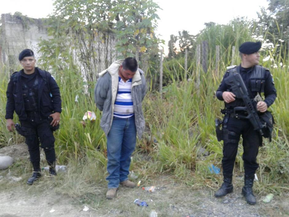 El piloto del camión fue detenido en el lugar. (Foto: PNC)