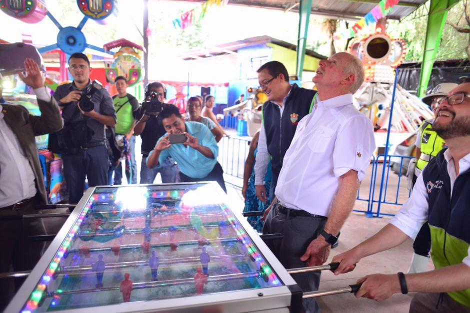 Un juego de futillo hizo que el funcionario municipal se emocionara. (Foto: Jesús Alfonso/Soy502)