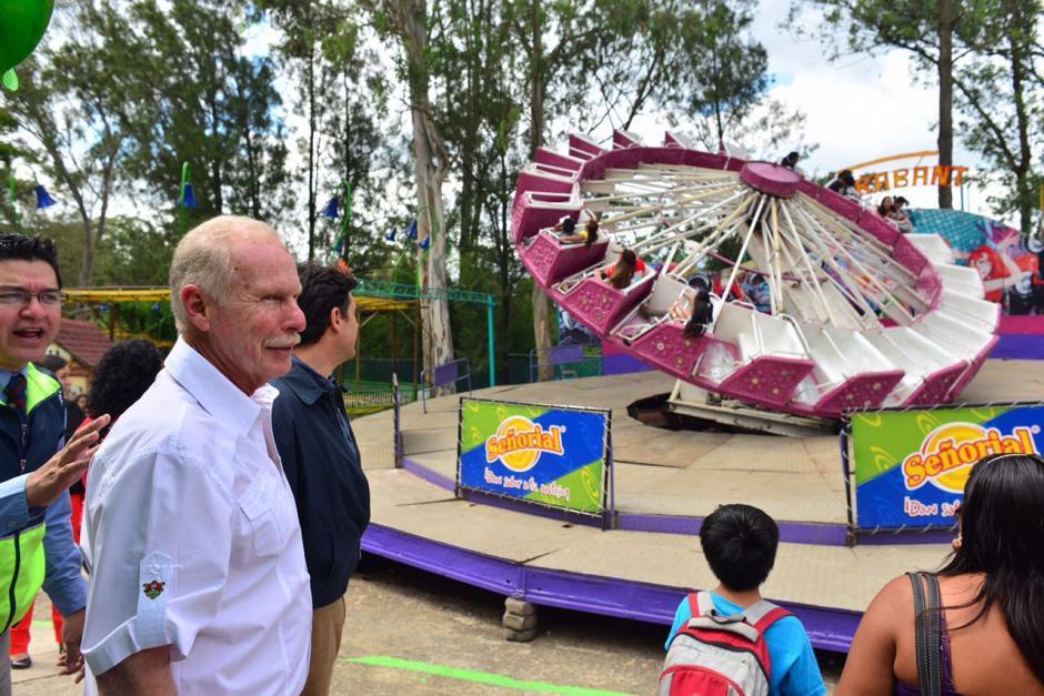 El alcalde Álvaro Arzú se acercó a la feria de Jocotenango para ser parte de esta tradición. (Foto: Jesús Alfonso/Soy502)