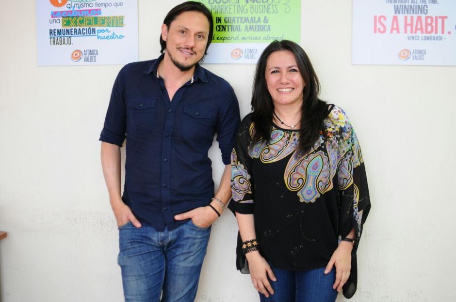 """Luis Samayoa y Mariela Quintero son los creadores de """"Contrata a un Abuelito"""". (Foto: Alejandro Balán/Soy502)"""