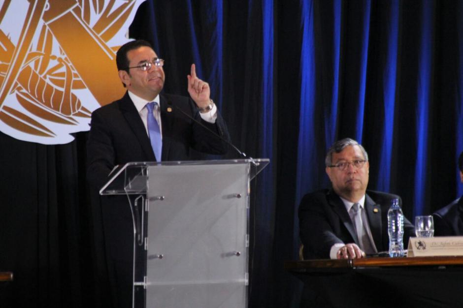 El Presidente se emocionó durante su discurso. (Foto: Alejandro Balán/Soy502)