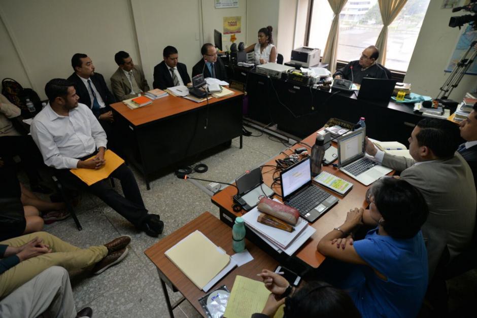 Siete personas deberán enfrentar un proceso judicial por supuestamente beneficiarse con una plaza fantasma del Congreso. (Foto: Wilder López/Soy502)