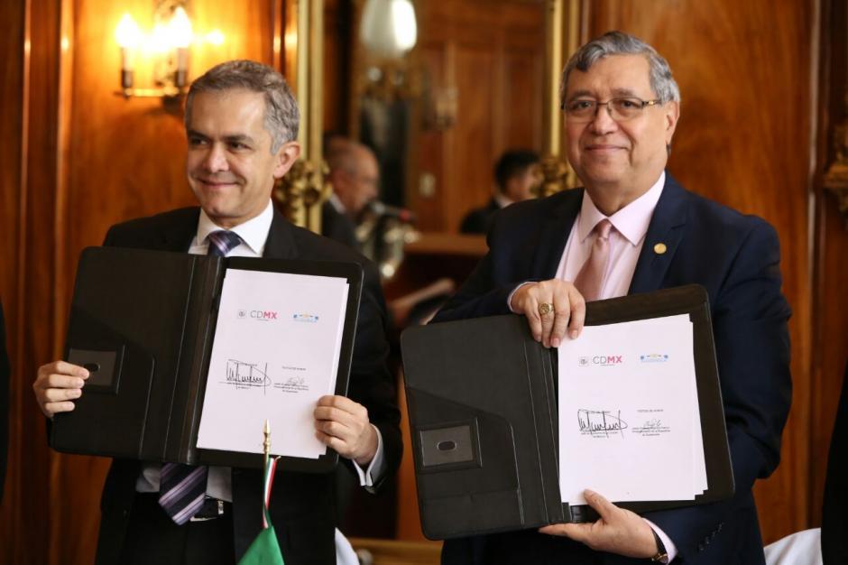 """México y Guatemala firmaron el convenio del programa """"El médico en casa"""". (Foto: Vicepresidencia)"""