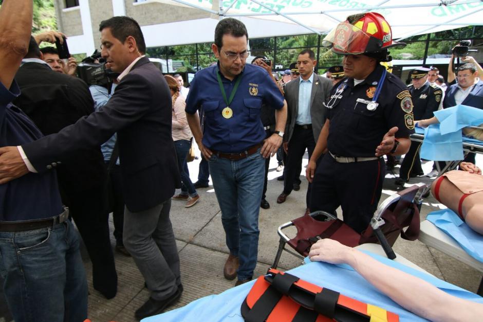 Los Bomberos hicieron demostraciones de su trabajo. (Foto: Alejandro Balán/Soy502)