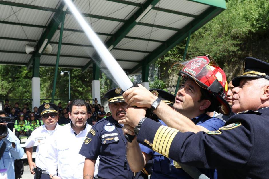 Incluso pudo participar en un simulacro de incendio. (Foto: Alejandro Balán/Soy502)