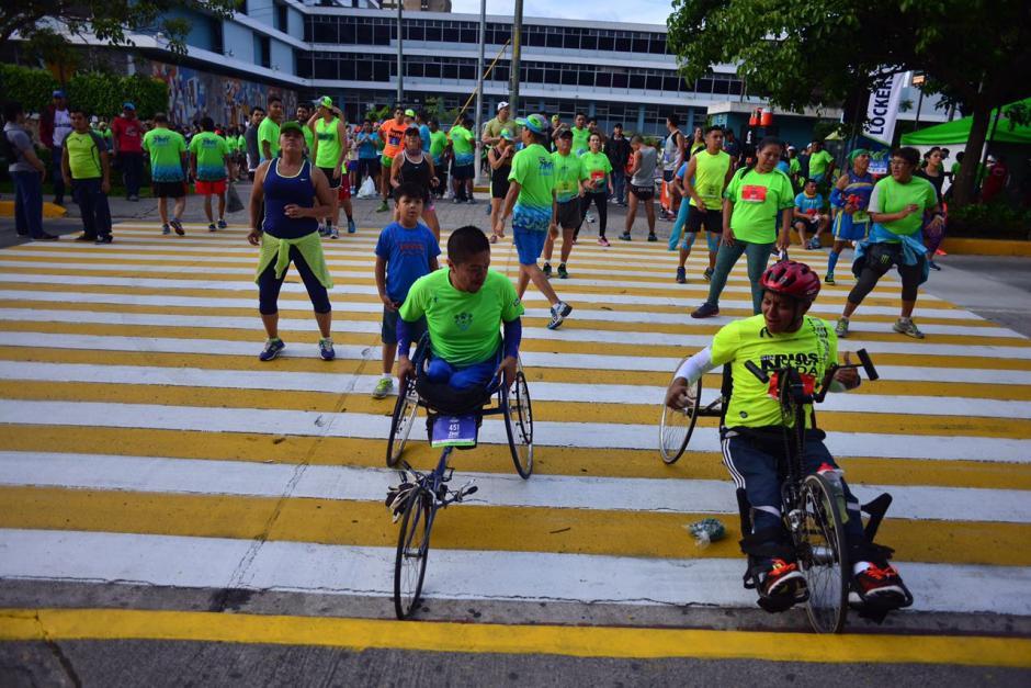 Los paraatletas iniciaron antes el recorrido. (Foto: Jesús Alfonso/Soy502)