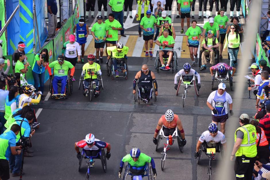 La salida de estos atletas llenos de coraje. (Foto: Jesús Alfonso/Soy502)