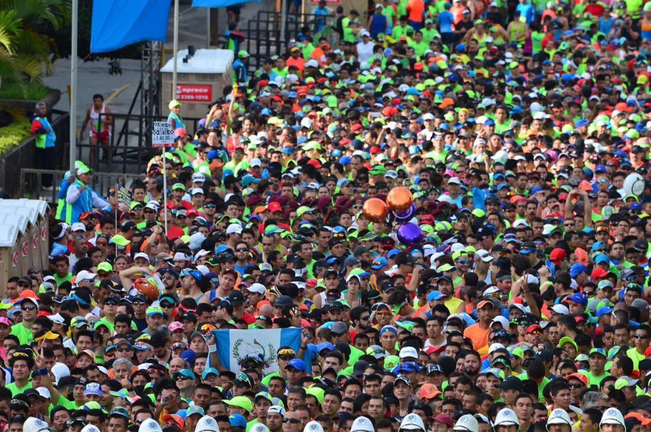 La salida de la 21K estaba rebosante. (Foto: Jesús Alfonso/Soy502)