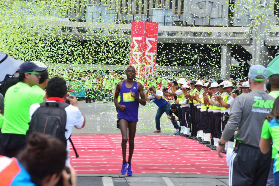 Elisha Korir, de Kenia, ganó en la rama masculina. (Foto: Jesús Alfonso/Soy502)