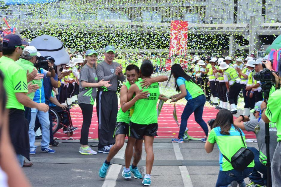 Los hermanos José Alberto y Edilberto Raxón fueron el segundo y tercer lugar. (Foto: Jesús Alfonso/Soy502)
